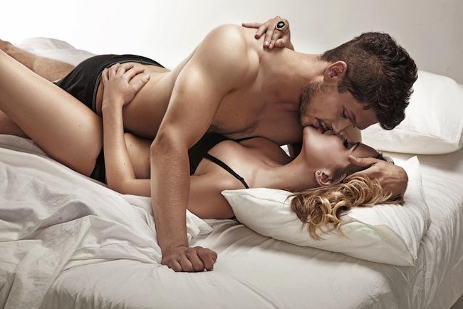 Una pareja de amantes teniendo sexo